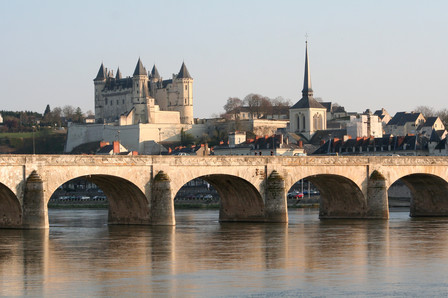 Bridge crossing the Loire with a Castle in the last plan